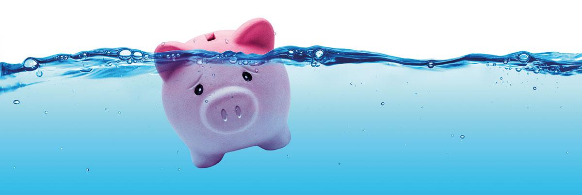 Sparschwein versinkt im Wasser